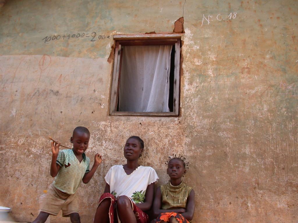Angola, 2004
