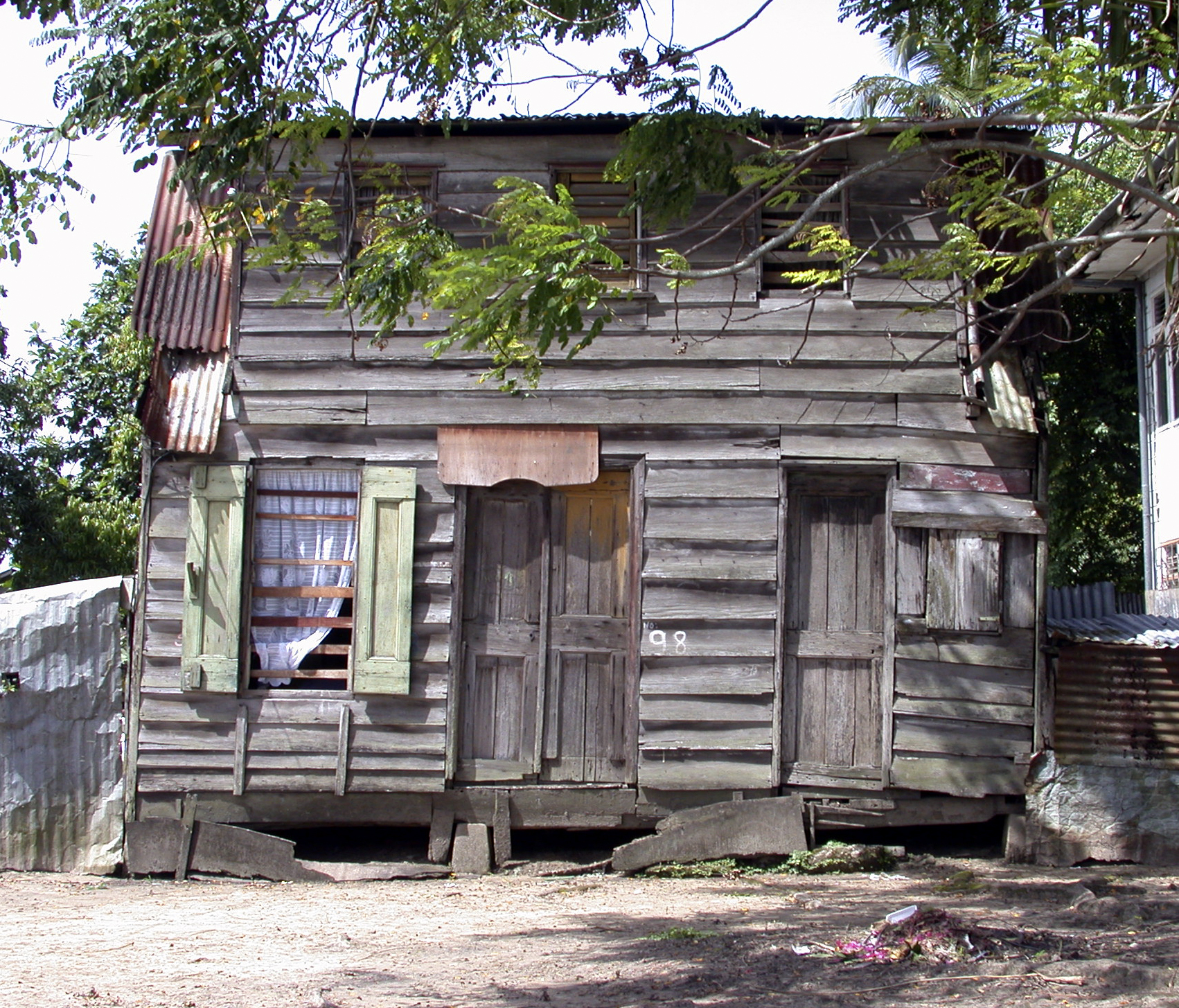 Suriname,huis2,2002